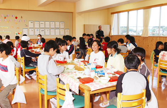 幼稚園・小学校給食